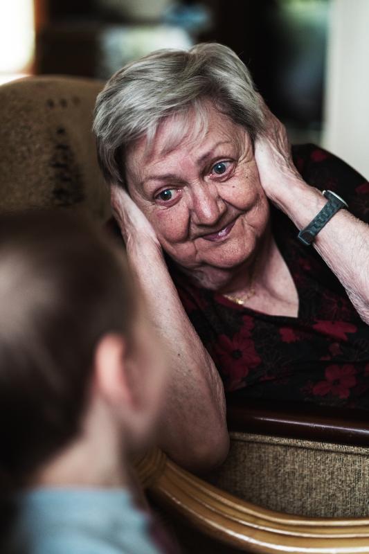 Vanaemad tahavad oma lapselastega väga rääkida.